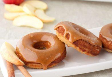 Яблочные пончики с карамелью