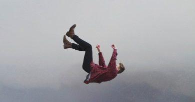 Можно ли выжить, падая с большой высоты без парашюта?