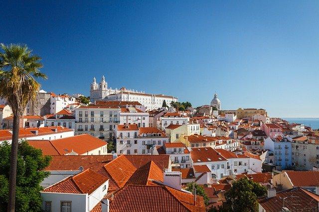 Португалия приостановила воздушное сообщение с Великобританией