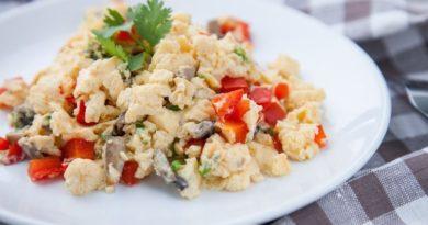 Вкусный и полезный завтрак: омлет с овощами на пару