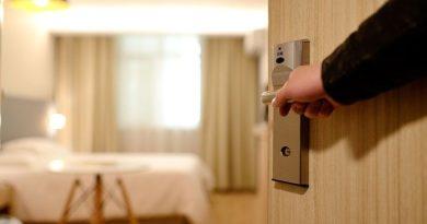 Что туристы оставляют в отелях?! Самые дорогие и странные вещи