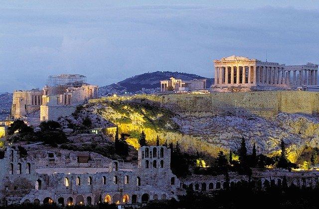 Греция: в столичном регионе ужесточаются ограничительные меры