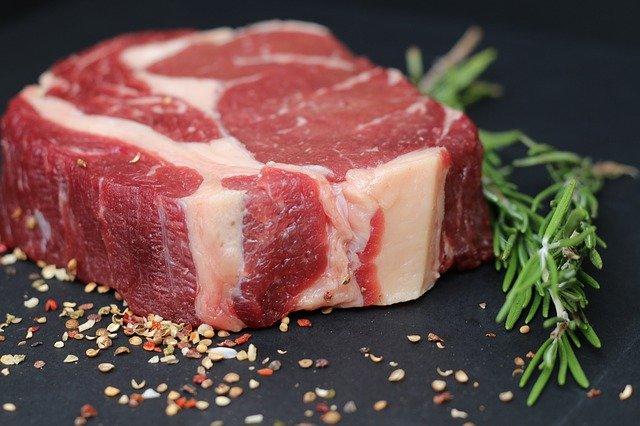 Как правильно размораживать мясо из морозилки