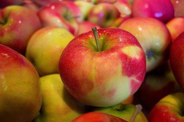 Какие яблоки полезнее: красного или зеленого цвета