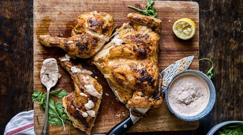 Копченая курица в соусе из йогурта