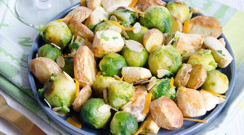 Салат из брюссельской капусты с картофелем и курицей