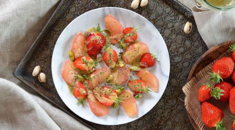 Салат с клубникой и грейпфрутом