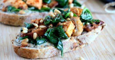 Тосты с тофу и шпинатом