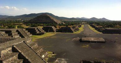 В храме ацтеков в Мексике нашли барельеф с орлом