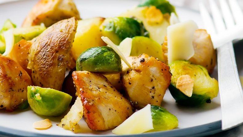 Куриная грудка с сыром и овощами