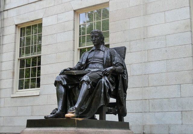 ТОП-8 мифов о поступлении в элитные университеты США