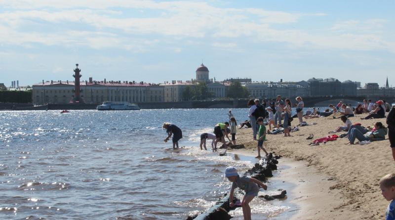 Ни на одном пляже Санкт-Петербурга купаться нельзя
