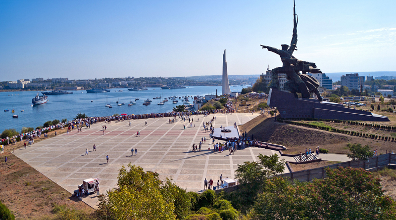 Севастополь: туристам позволят заселяться в отели с ПЦР-тестом