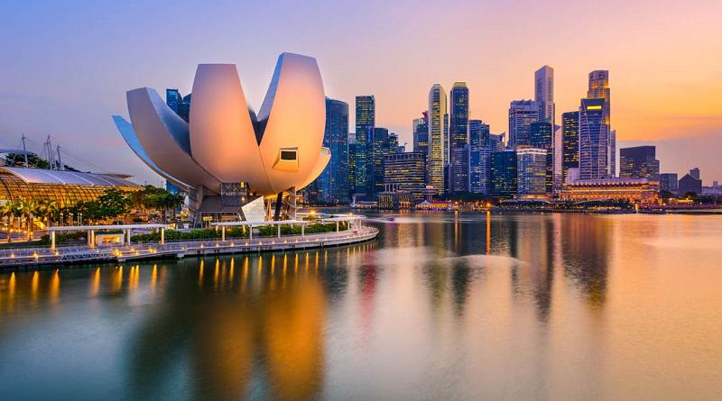 В Сингапуре начнут ослаблять антиковидные ограничения