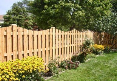 Основные этапы установки деревянных заборов